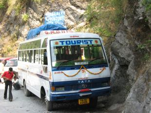Bus in de Himalaya's