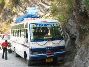 Bus in de Himalaya's